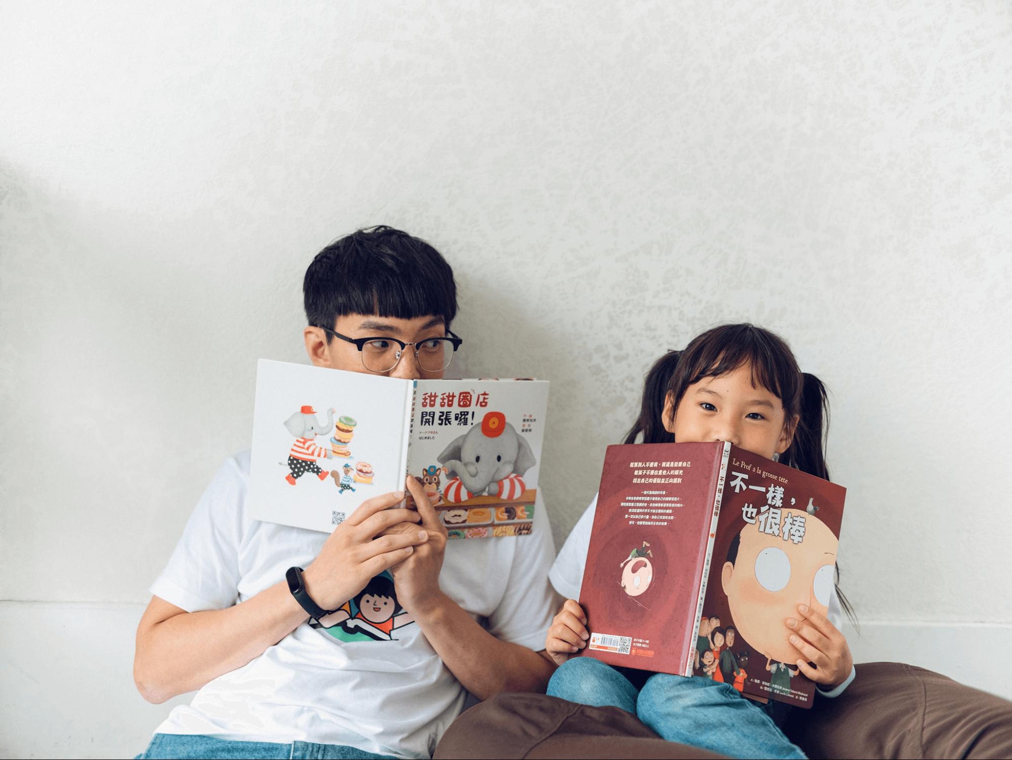 媽爹講故事的華爸與他們的女兒(圖:MOM&DAD)